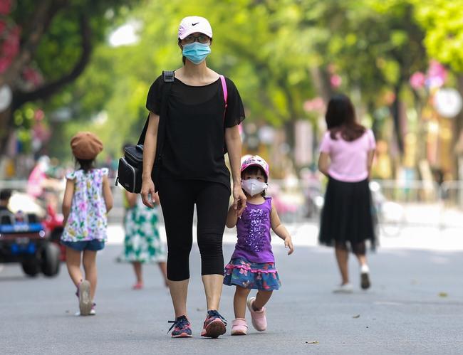 Hà Nội: Người dân thờ ơ trước việc tái xử phạt không đeo khẩu trang - Ảnh 4.