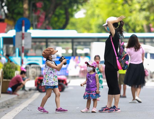 Hà Nội: Người dân thờ ơ trước việc tái xử phạt không đeo khẩu trang - Ảnh 3.