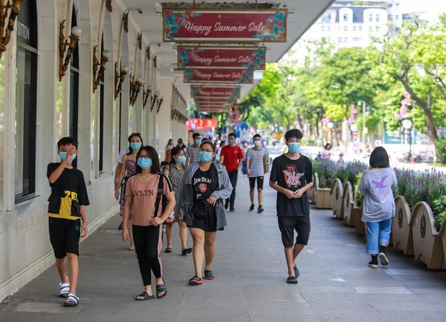 Hà Nội: Người dân thờ ơ trước việc tái xử phạt không đeo khẩu trang - Ảnh 1.