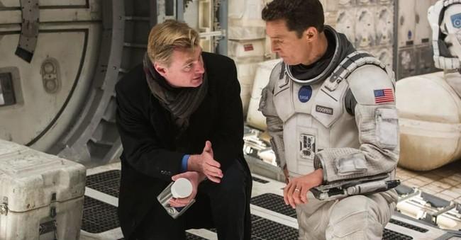 Đạo diễn Hollywood không cho phép phim trường xuất hiện bất kỳ chiếc ghế nào khi đang làm việc, lý do đằng sau khiến ai nấy bất ngờ - Ảnh 3.