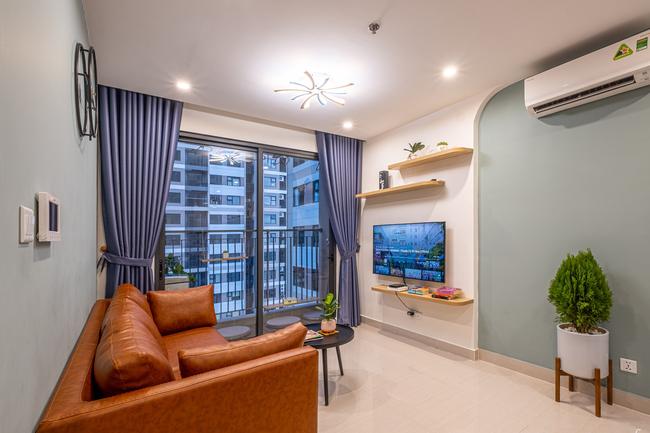 Căn hộ 43m² trang trí với màu sắc tươi sáng có chi phí hoàn thiện 100 triệu đồng ở Hà Nội - Ảnh 1.