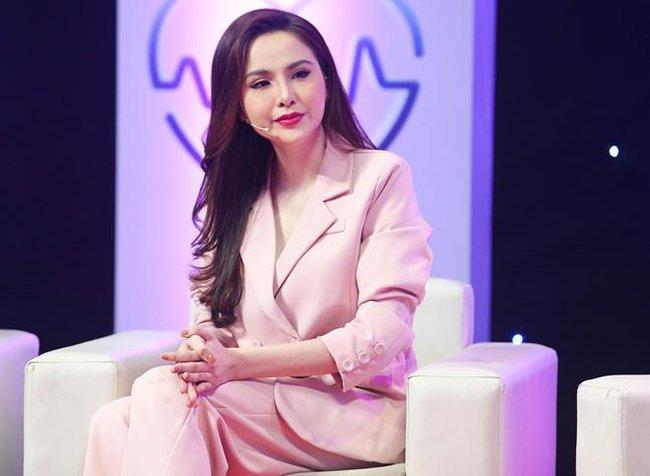 Sau 4 năm bị mẹ ruột từ mặt, lần đầu tiên Hoa hậu Diễm Hương làm điều này  - Ảnh 2.