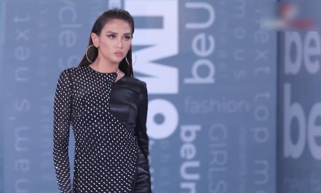Vietnam's Next Top Model: Võ Hoàng Yến quát lớn nam thí sinh cạo đầu đi thi người mẫu nhưng nói gì cũng đều không hiểu - Ảnh 6.