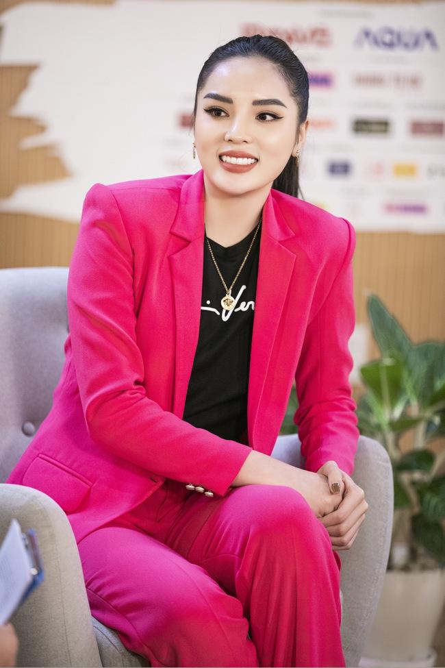 Mai Phương Thúy trải lòng về scandal mặc áo dài phản cảm 8 năm trước và cách đáp trả antifan khi bị công kích - Ảnh 4.