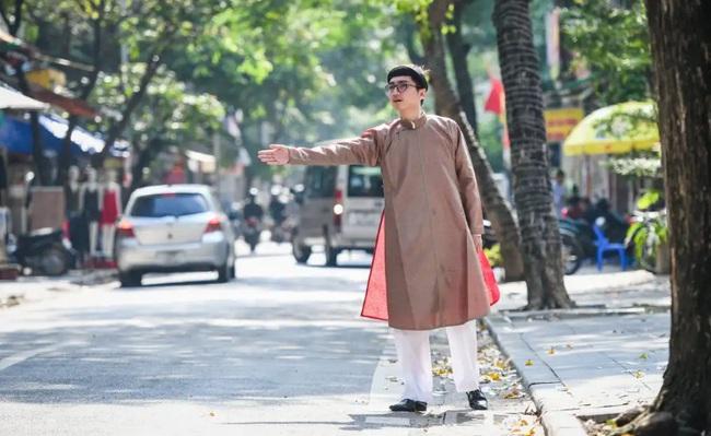 Nam công chức Huế chính thức mặc áo dài ngũ thân đi làm, dân mạng người khen kẻ chê và lãnh đạo Tỉnh cũng đã lên tiếng - Ảnh 7.