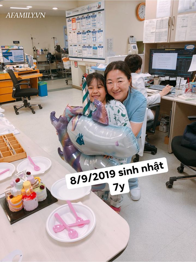 Bé gái 8 tuổi mắc chứng bệnh hiếm gặp, có 7 vết sẹo nằm  mãi trong não nhưng lại vô cùng kiên cường, tất cả nhờ cách dạy của mẹ - Ảnh 3.