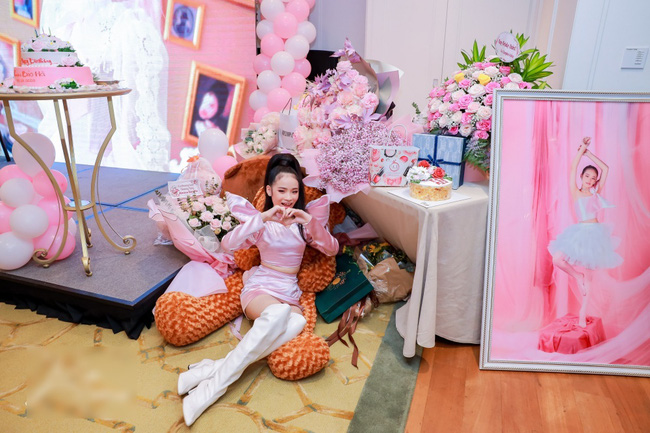 Siêu mẫu Võ Hoàng Yến cùng dàn sao Việt choáng ngợp với tiệc sinh nhật lộng lẫy của mẫu nhí 11 tuổi - Ảnh 4.