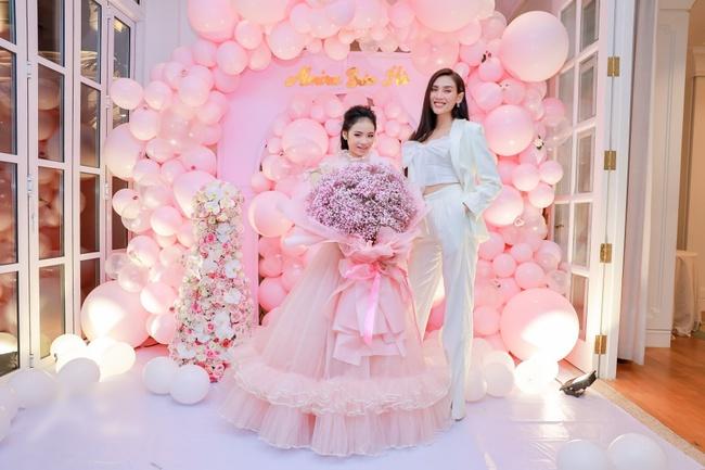 Siêu mẫu Võ Hoàng Yến cùng dàn sao Việt choáng ngợp với tiệc sinh nhật lộng lẫy của mẫu nhí 11 tuổi - Ảnh 1.