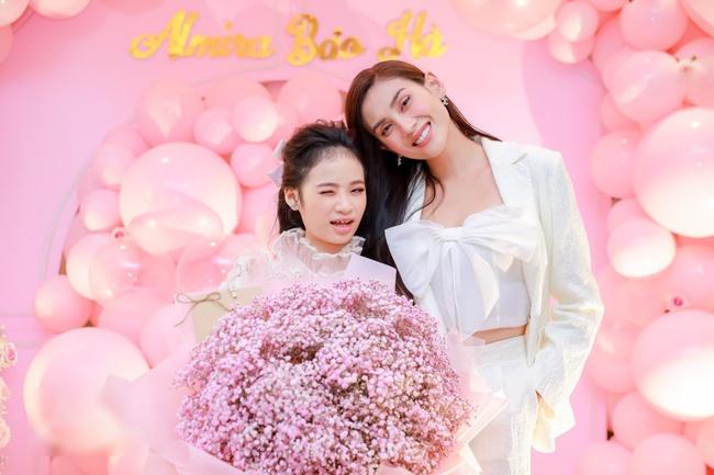 Siêu mẫu Võ Hoàng Yến cùng dàn sao Việt choáng ngợp với tiệc sinh nhật lộng lẫy của mẫu nhí 11 tuổi - Ảnh 2.