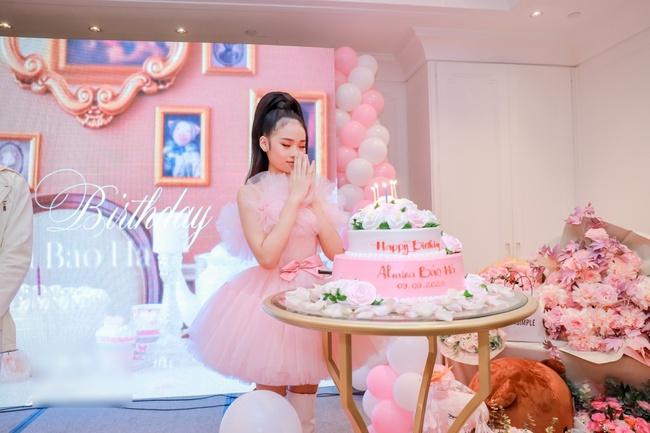 Siêu mẫu Võ Hoàng Yến cùng dàn sao Việt choáng ngợp với tiệc sinh nhật lộng lẫy của mẫu nhí 11 tuổi - Ảnh 5.
