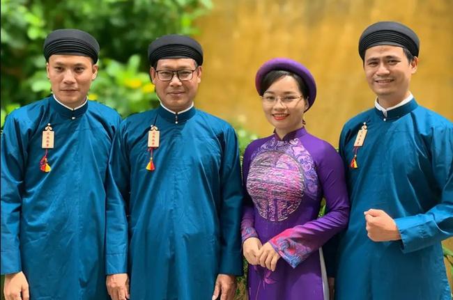 Nam công chức Huế chính thức mặc áo dài ngũ thân đi làm, dân mạng người khen kẻ chê và lãnh đạo Tỉnh cũng đã lên tiếng - Ảnh 1.
