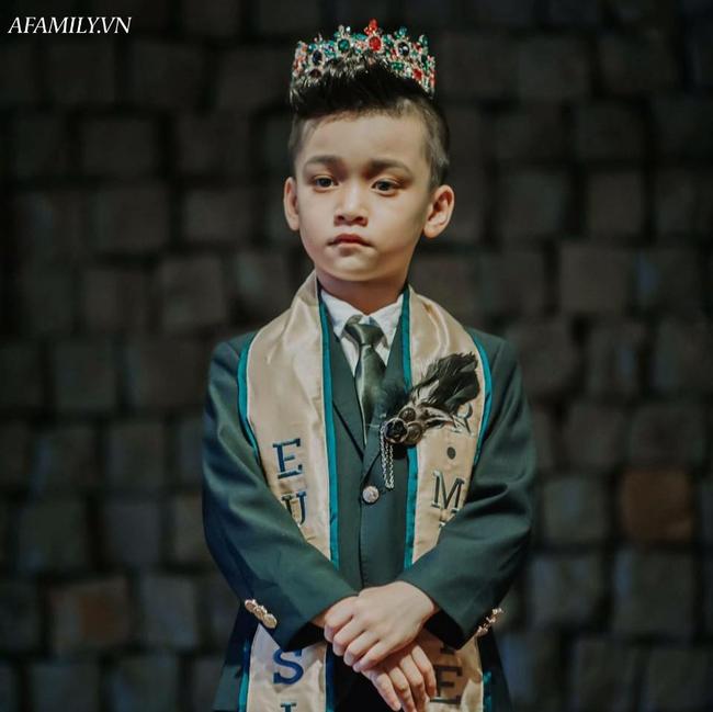 Mẹ Nam vương nhí Cao Hữu Nhật chia sẻ bí quyết nuôi dạy cậu con trai nổi tiếng, việc của con là theo đuổi đam - Ảnh 1.