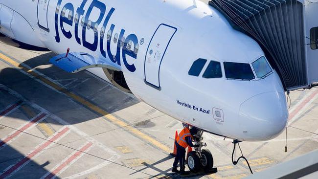 Vì sao hành khách thường lên máy bay từ cửa bên trái - Ảnh 3.