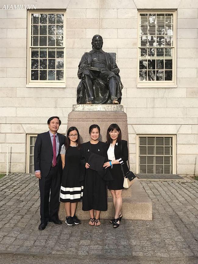 """Bà mẹ Hà Nội có 2 con đỗ Harvard: """"Hãy tự hào khi sinh 2 cô con gái"""" - Ảnh 1."""