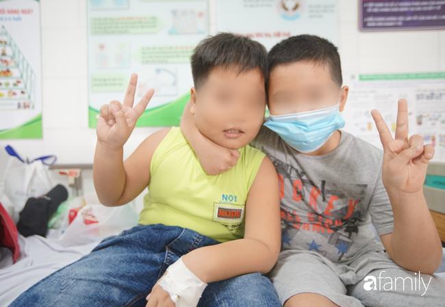 TP.HCM: Số người nghi ngộ độc sau bữa ăn tại trường tiểu học lên 57, bé 1 tuổi ăn bánh chị đem về cũng nhập viện - Ảnh 6.