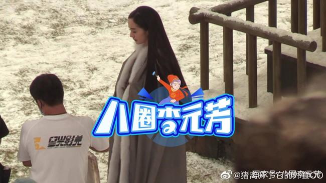"""""""Hộc Châu phu nhân"""": Dương Mịch lộ cảnh xõa tóc đứng trong tuyết lạnh, tạo hình đơn giản nhưng đẹp mê mẩn - Ảnh 2."""