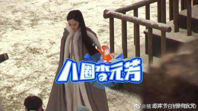 """""""Hộc Châu phu nhân"""": Dương Mịch lộ cảnh xõa tóc đứng trong tuyết lạnh, tạo hình đơn giản nhưng đẹp mê mẩn - Ảnh 3."""