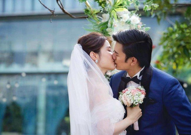 """Nhan Phúc Vinh """"vỡ trận"""" facebook vì đăng ảnh hôn Diễm My trong đám cưới sau nghi án rạn nứt quan hệ - Ảnh 2."""