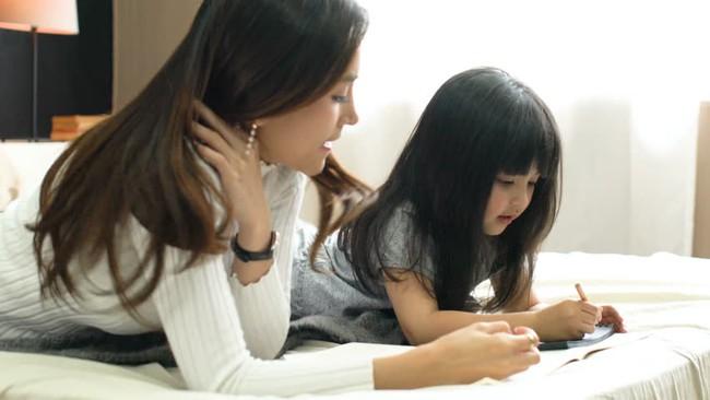 Bài tập tiếng Việt đơn giản nhưng cô bé lại đưa ra đáp án bất ngờ khiến dân tình cười ngả nghiêng: Trẻ con đúng là không biết nói dối! - Ảnh 2.