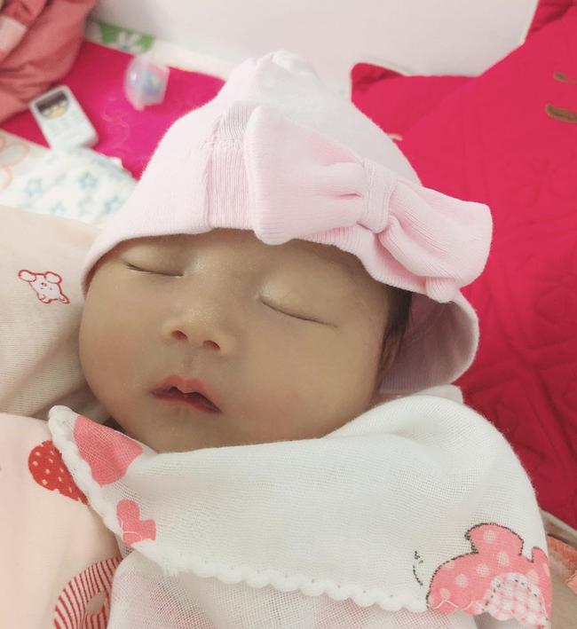 Cận cảnh gương mặt xinh xắn của con gái Chi Bé, hội bạn thân Linh Ka, Long Hoàng phản ứng bất ngờ khi hay tin - Ảnh 3.