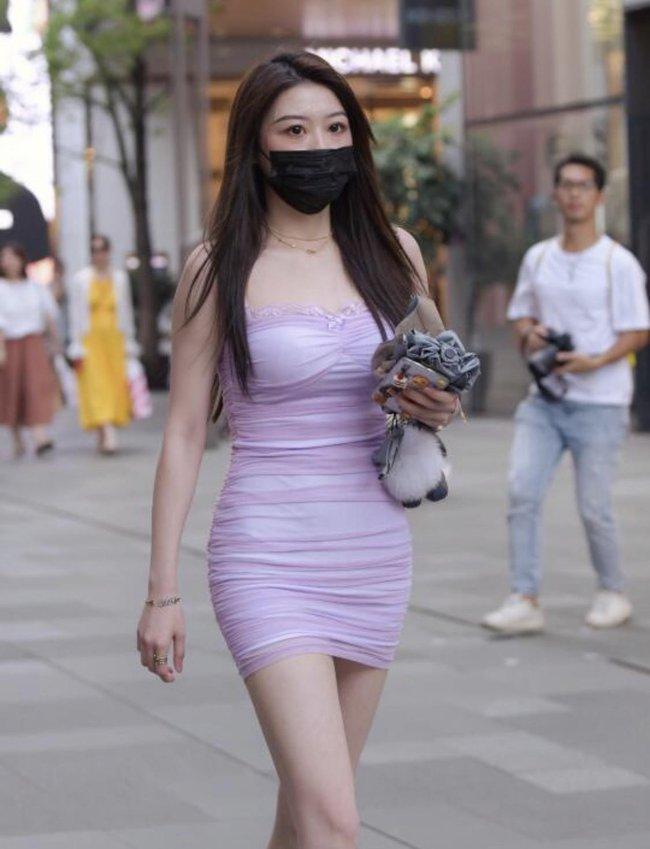 Street style Châu Á tuần này: Hội diện váy ôm sát chiếm thế áp đảo, toàn các chị em khoe body cực phẩm  - Ảnh 6.