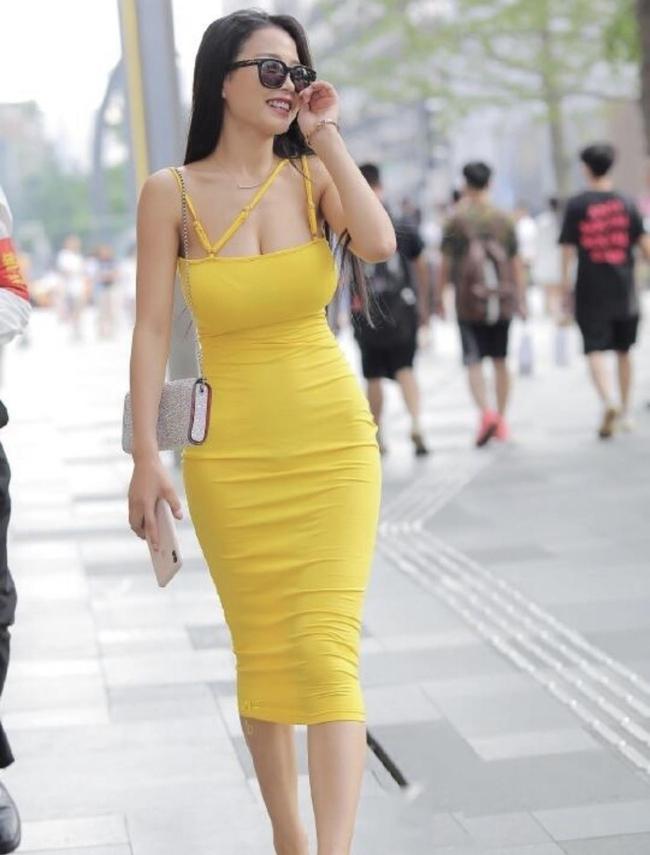 Street style Châu Á tuần này: Hội diện váy ôm sát chiếm thế áp đảo, toàn các chị em khoe body cực phẩm  - Ảnh 3.