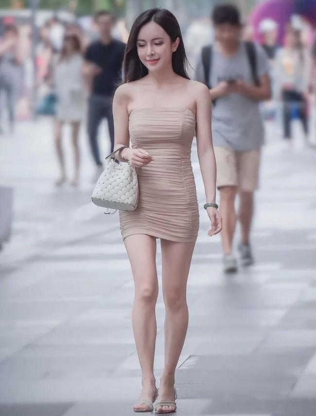 Street style Châu Á tuần này: Hội diện váy ôm sát chiếm thế áp đảo, toàn các chị em khoe body cực phẩm  - Ảnh 2.