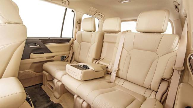 """Tất tần tật về xế sang Lexus 570 trong vụ đánh ghen ở Lý Nam Đế: Được gọi là """"xe chủ tịch"""", giá bán từ 8,34 tỷ đồng! - Ảnh 3."""