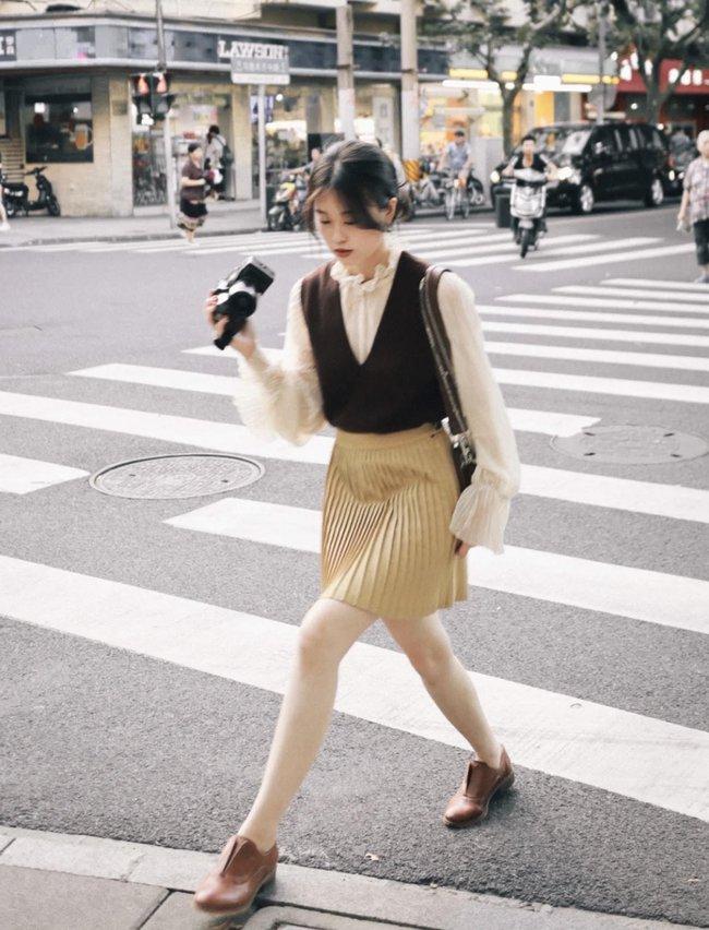 Street style Châu Á tuần này: Hội diện váy ôm sát chiếm thế áp đảo, toàn các chị em khoe body cực phẩm  - Ảnh 15.