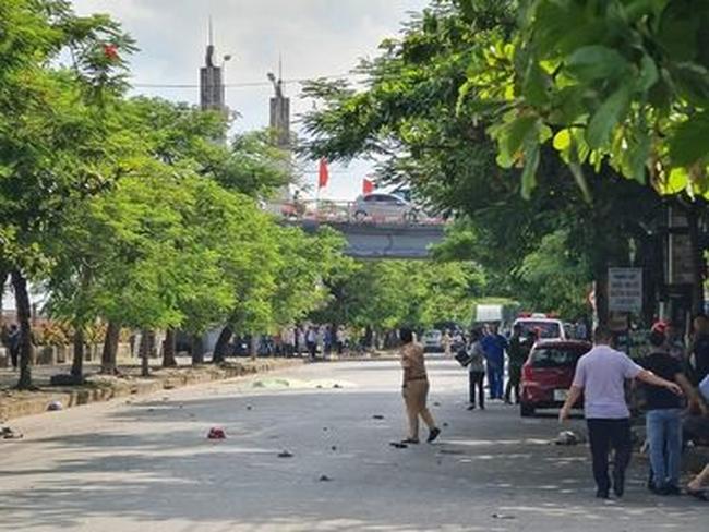 Nam Định: Kinh hoàng xe máy đầu đầu với ô tô, 2 vợ chồng tử vong - Ảnh 1.