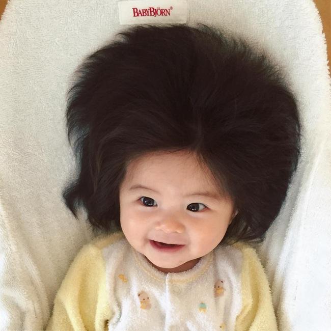 Từng khiến cư dân mạng trầm trồ vì hãng dầu gội danh tiếng mời quảng cáo, hình ảnh hiện tại của cô bé tóc xù càng khiến mọi người bất ngờ hơn - Ảnh 3.