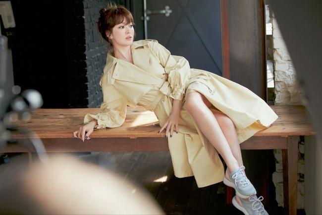 """Ngây ngất với loạt khoảnh khắc hậu trường của Song Hye Kyo, nhưng """"nhìn đi nhìn lại"""" vẫn thấy khác ảnh do người qua đường chụp - Ảnh 3."""