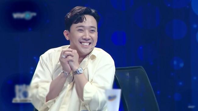 Hari Won trượt chân té ngã trên sân khấu, suýt lộ phần nhạy cảm vì mặc váy quá ngắn  - Ảnh 8.