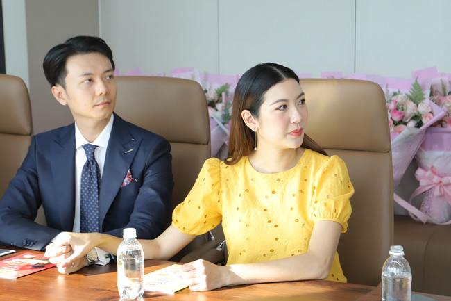 Á hậu Thúy  Vân làm việc ở những tháng cuối thai kỳ, đáng chú ý là chồng đại gia luôn bên cạnh - Ảnh 6.