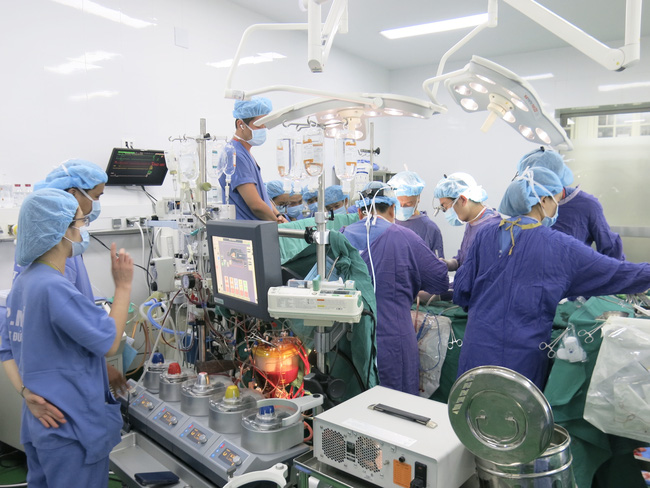 Bệnh viện Việt Đức lập kỷ lục mới về ghép tạng: Trong 13 ngày ghép thành công 23 tạng - Ảnh 1.