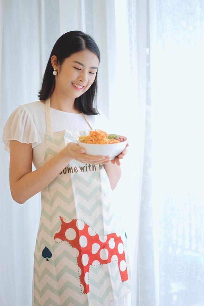 Sắp đến ngày chay, Hoa hậu Ngọc Hân lại trổ tài làm mì xào chay đầy sắc màu khiến chị em rần rần học theo - Ảnh 2.