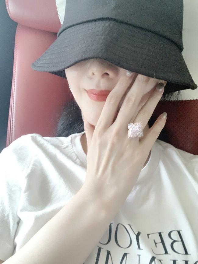 Phạm Băng Băng khoe nhẫn kim cương hơn 70 tỷ đồng do bạn trai mới tặng? - Ảnh 1.