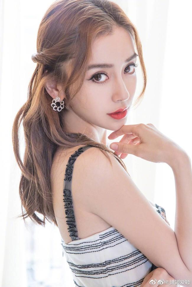 Angelababy mặc áo vàng khác lạ, netizen đồn đoán trở thành Nữ thần Kim Ưng sau Địch Lệ Nhiệt Ba  - Ảnh 3.
