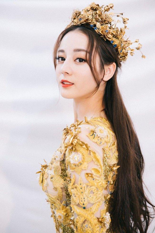 Angelababy mặc áo vàng khác lạ, netizen đồn đoán trở thành Nữ thần Kim Ưng sau Địch Lệ Nhiệt Ba  - Ảnh 5.