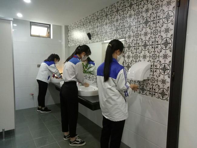 """Ngôi trường cấp 2 không chỉ sở hữu khu vệ sinh sang chảnh như ở khách sạn 5 sao, mà còn có chất lượng đào tạo luôn đứng """"top"""" đầu của tỉnh - Ảnh 7."""