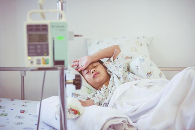 """Cha mẹ """"cứng đầu"""" nhất định không làm theo lời bác sĩ, 2 năm sau cậu bé 11 tuổi phát hiện bị bệnh thận giai đoạn cuối - Ảnh 1."""