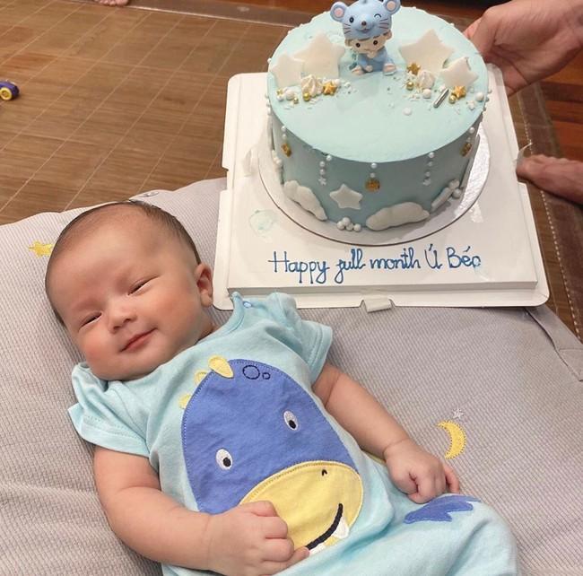 Duy Mạnh lần đầu khoe ảnh chụp cùng con trai cưng, nhưng biểu cảm của bé Ú Béo mới khiến mọi người thích thú - Ảnh 4.