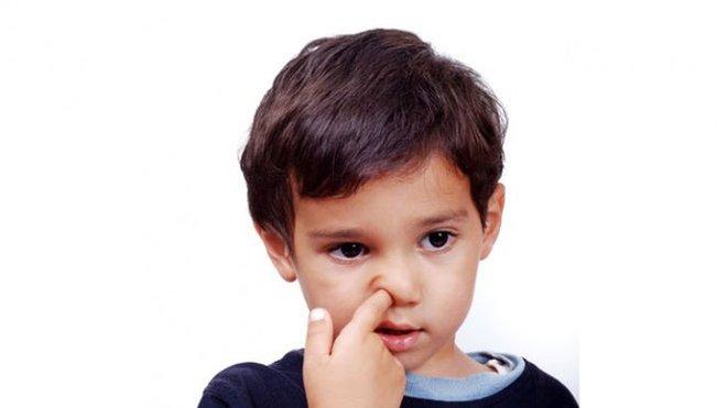 Bé trai 5 tuổi phải tháo móng tay vì nhiễm trùng, 3 thói quen xấu ở trẻ cần phải loại bỏ - Ảnh 4.