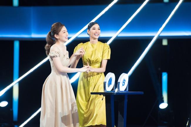 Ai bảo chân dài não ngắn, Á hậu Phương Nga - Hoàng Thùy thắng gần 400 triệu tại gameshow gây choáng váng - Ảnh 2.