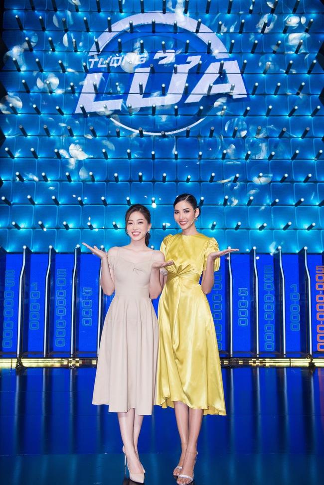 Ai bảo chân dài não ngắn, Á hậu Phương Nga - Hoàng Thùy thắng gần 400 triệu tại gameshow gây choáng váng - Ảnh 1.