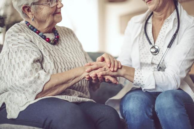 Loại gen này có thể là nguyên nhân khiến phụ nữ mắc bệnh Alzheimer thường sống lâu hơn nam giới - Ảnh 1.