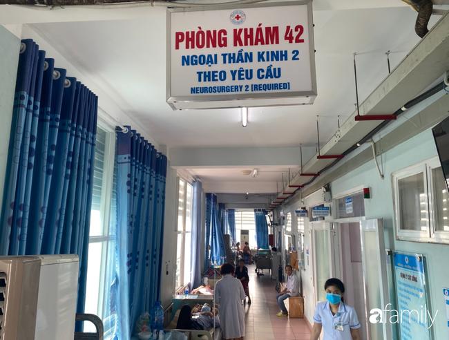 Bệnh viện cầu cứu khẩn cho cô gái 26 tuổi mắc bệnh Down bị bỏ rơi 20 năm, lâm nguy sau tai nạn - Ảnh 1.