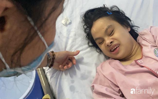 Bệnh viện cầu cứu khẩn cho cô gái 26 tuổi mắc bệnh Down bị bỏ rơi 20 năm, lâm nguy sau tai nạn - Ảnh 7.