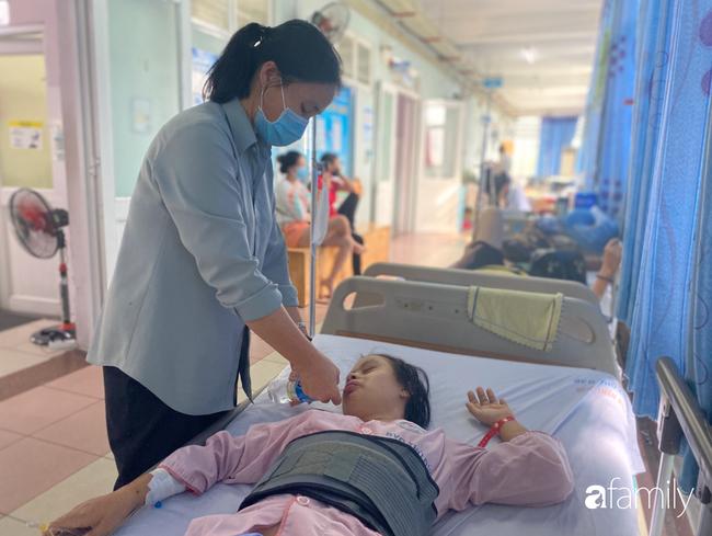 Bệnh viện cầu cứu khẩn cho cô gái 26 tuổi mắc bệnh Down bị bỏ rơi 20 năm, lâm nguy sau tai nạn - Ảnh 3.