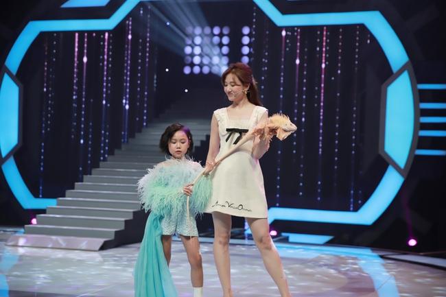 """Trấn Thành quát lớn mắng Hari Won trên sóng truyền hình: """"Mày bị điên hả"""" - Ảnh 7."""